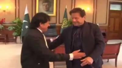 وزیراعظم عمران خان سے معروف گلوکار عطااللہ خان عیسی خیلوی کی ملاقات