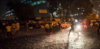 ملک بھر میں موسلا دھار بارشوں نے تباہی مچا دی، 17 افراد کی زندگی نگل لی۔