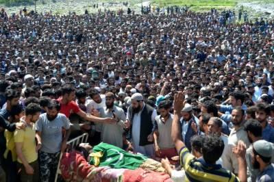مقبوضہ کشمیر میں شہید نوجوانوں کی نماز جنازہ میں ہزاروں افراد کی شرکت