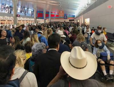 کرونا وائرس: امریکی ہوائی اڈوں پر ہزاروں مسافر واپسی کے لئےخوار