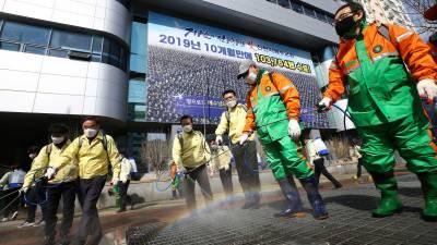 کورونا وائرس سے بچنے کے لئے نمک کا پانی پینے والےدرجنوں افراد کی حالت غیر