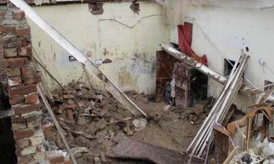 بارش کے باعث گھر کی چھت گرنے سے ایک ہی خاندان کے 4افراد جاں بحق