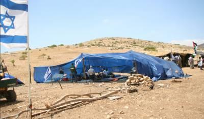 صہیونی آبادکاروں نے فلسطینی زمین پر خیمے گاڑ دئیے