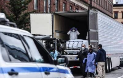 کورونا وائرس : ٹرکوں میں پڑی لاشوں سے اٹھنے والی بدبو نے تہلکہ مچا دیا