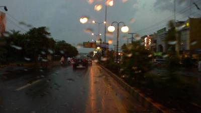 صوبائی دارالحکومت لاہور سمیت پنجاب کے میدانی علاقوں میں تیز آندھی