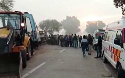 بھارت: ٹریفک حادثہ میں 8 افراد ہلاک ، 50 زخمی ہو گئے
