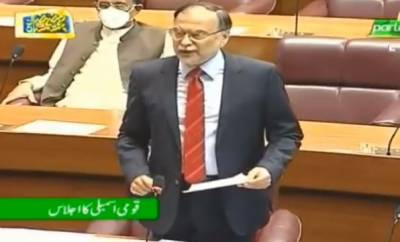 وزیر اعظم انا کی کوہ ہمالیہ پر بیٹھا ہوا ہے: احسن اقبال