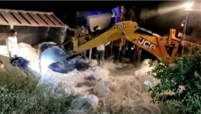 بھارت، سڑک حادثے میں30محنت کش ہلاک