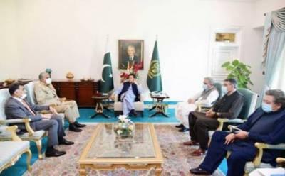 وزیراعظم سے آرمی چیف اور ڈی جی آئی ایس آئی کی ملاقات، اندرونی و بیرونی سیکیورٹی صورتحال پر تبادلہ خیال