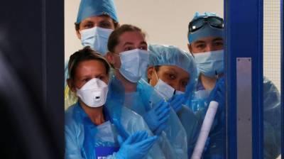 برطانیہ نے کورونا سے ہلاک طبی اہلکاروں کے اہلخانہ کو غیر معینہ مدت تک قیام کی اجازت دے دی