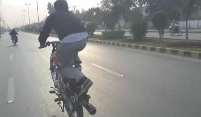 عیدالفطر کی آمد کے موقع پر ون ویلنگ کو روکنے کیلئے ٹریفک پولیس چوکس