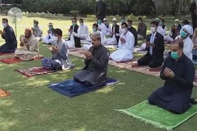 وزیراعلیٰ پنجاب نےنماز عید الفطر وزیراعلیٰ آفس کے لان میں ادا کی