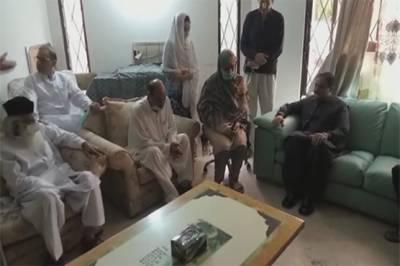 وزیراعلیٰ پنجاب کی طیارہ حادثہ میں شہید پائلٹ کی رہائش گاہ آمد، اہل خانہ سے تعزیت