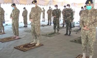 آرمی چیف کا لائن آف کنٹرول کا دورہ، جوانوں کے ساتھ نماز عید ادا کی