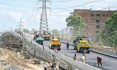 کراچی میں کورونا خطرات اور لاک ڈاؤن کے باوجود کئی ارب روپے کے ترقیاتی منصوبوں پر کام جاری