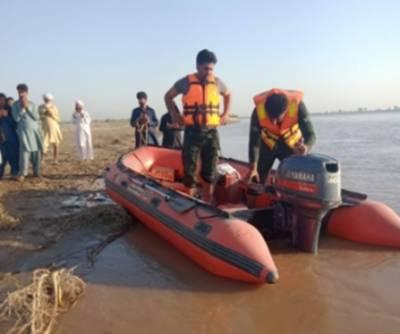 سیلفی کا شوق:3 بہنوں سمیت 4 افراد دریائے چناب میں ڈوب گئے.