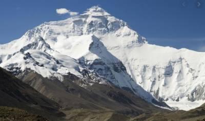 دنیا کی بلند ترین چوٹی مائونٹ ایورسٹ کی دوبارہ پیمائش شروع