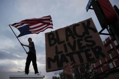 امریکہ میں ہنگامے: گولی لگنے اور تیزدھار آلے کے وار سے دو پولیس اہلکار زخمی