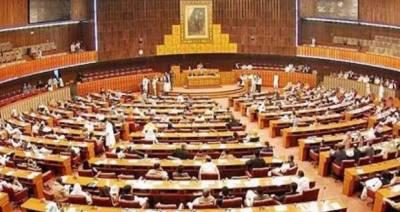 قومی اسمبلی اجلاس کے پہلے دن ہی ایس او پیز پر عملدرآمد نہ کرنے پر اسپیکر برہم