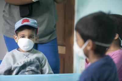 استعمال شدہ ماسک کو بچوں کی پہنچ سے دور رکھا جائے۔ عالمی ادارہ صحت