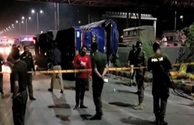 گوجرانوالہ میں بس فلائی اوور سےگرگئی ، 8 افراد زخمی