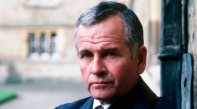معروف برطانوی اداکار ائین ہوم 88 برس کی عمر میں چل بسے