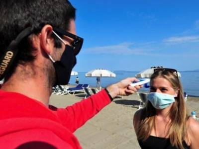کورونا وائرس دنیا بھر میں کمزور پڑ رہا ہے اور توقع ہے کہ یہ اپنی موت آپ مر جائے گا۔اطالوی ڈاکٹر