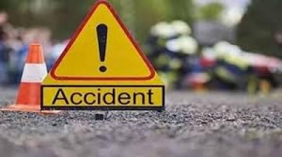 فیصل آباد:تیز رفتار بس کی ٹکر لگنے سے رکشہ سوار دو مسافر جاں بحق، تیسرا شدید زخمی