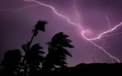 بھارتی ریاست بہار میں آسمانی بجلی گرنے سے عورتوں اور بچوں سمیت 83 افراد جھلس کر ہلاک ہوگئے