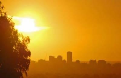 شہر قائد میں گرمی کی شدید لہر جاری،درجہ حرارت 38 ڈگری سینٹی گریڈ کو چھو گیا۔