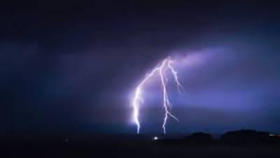 تھر:آسمانی بجلی گرنے سے 2 افراد جاں بحق،3زخمی،18 بکریاں بھی مرگئیں