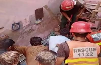 ملتان میں گھر کی چھت گرنے سے خاتون جاں بحق ، 4 افراد زخمی