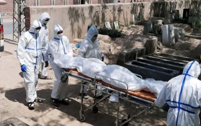 کورونا وبا: پنجاب میں اموات 2 ہزار سے زائد، ملک میں کیسز ڈھائی لاکھ سے بڑھ گئے