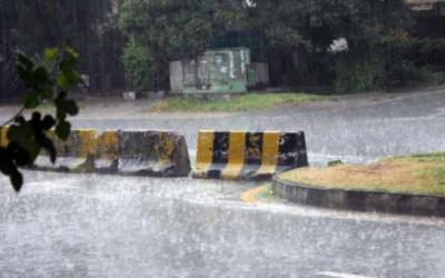 لاہور سمیت مختلف علاقوں میں موسلا دھار بارش، گرمی کا زور ٹوٹ گیا