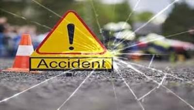 جامشورو: مسافر کوچ الٹ گئی ، عورتوں اور بچوں سمیت 18 زخمی