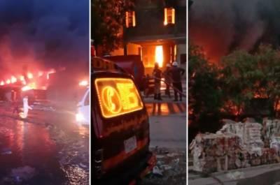 کراچی: گزشتہ شام سے فیکٹریوں میں لگی آگ نہ بجھائی جا سکی