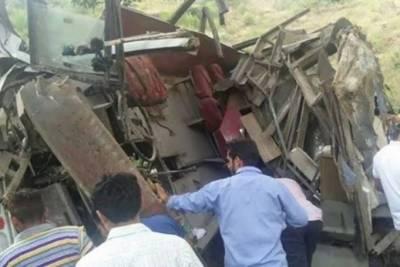 کیال آزاد کشمیر میں مسافر وین گہری کھائی میں گر گئی