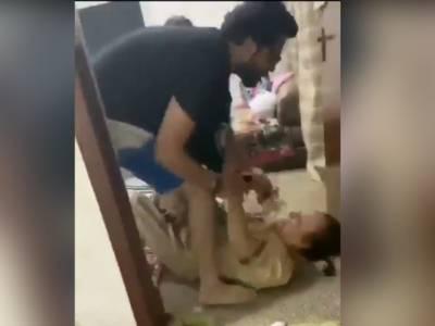 خون سفید ہوگیا، بیوی کے ساتھ مل کر بیٹے کا ماں اور بہن پر بہیمانہ تشدد،ویڈیو وائرل