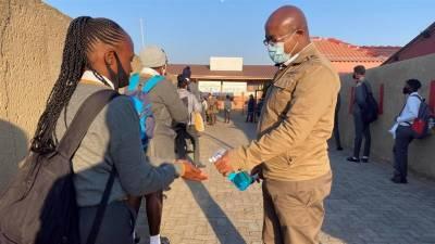 جنوبی افریقہ کا اسکول بند کرنے کا فیصلہ