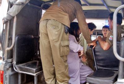 پنجاب میں دکان، مالز اور بازار بند کرنے کیخلاف احتجاج، پولیس کا لاٹھی چارج