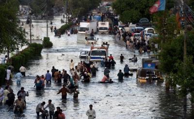 کراچی میں مون سون سیزن کا چوتھا اسپیل، کئی علاقوں میں پانی جمع
