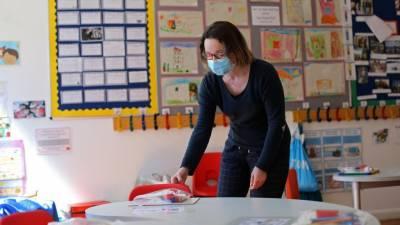 برطانوی وزیر اعظم کا یکم ستمبر سے سکول کھولنے کا عندیہ