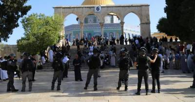پولیس فورس کے پہرے میں درجنوں صہیونی آبادکاروں کی مسجد اقصی کی بے حرمتی