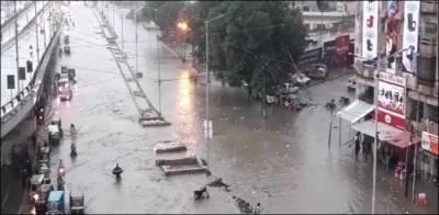 کراچی بارش: رین ایمرجنسی کا دعویٰ بارش کے پانی میں ڈوب گیا