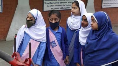 سکول کھولنے کےلئے کوروناوائرس سے بچاؤ کے لئے سخت قواعد و ضوابط وضع
