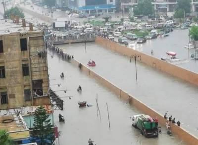 کراچی میں طوفانی بارش سے متعدد علاقے ڈوب گئے، حادثات میں 25 افراد جاں بحق