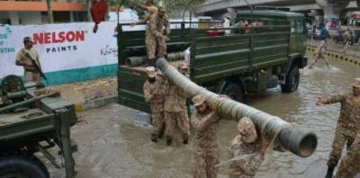 کراچی،پاک فوج،بحریہ،سندھ رینجرز اور شہری ادارے نکاسی آب میں مصروف