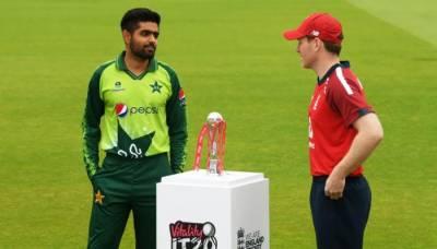 انگلینڈ کی ٹاس جیت کر فیلڈنگ، پاکستانی ٹیم میں تین تبدیلیاں