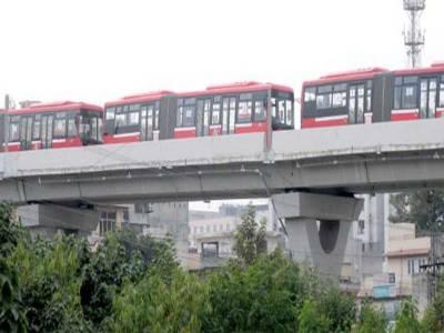 راولپنڈی:ملازمین نے میٹرو بس کو فیض آباد ٹریک پر روک لیا