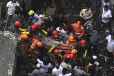بھارت:3 منزلہ عمارت زمین بوس، 10 افراد ہلاک